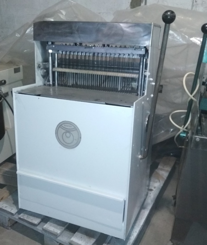 Хлеборезка-полуавтомат Baster-450 Германия