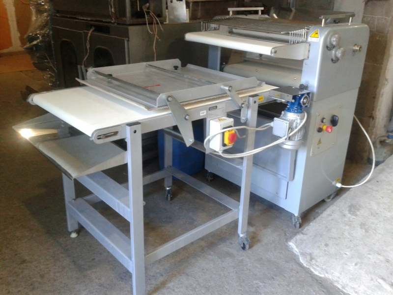Рогаликовая машина FF 600 Sigma Италия с дополнительным столом раскатки.