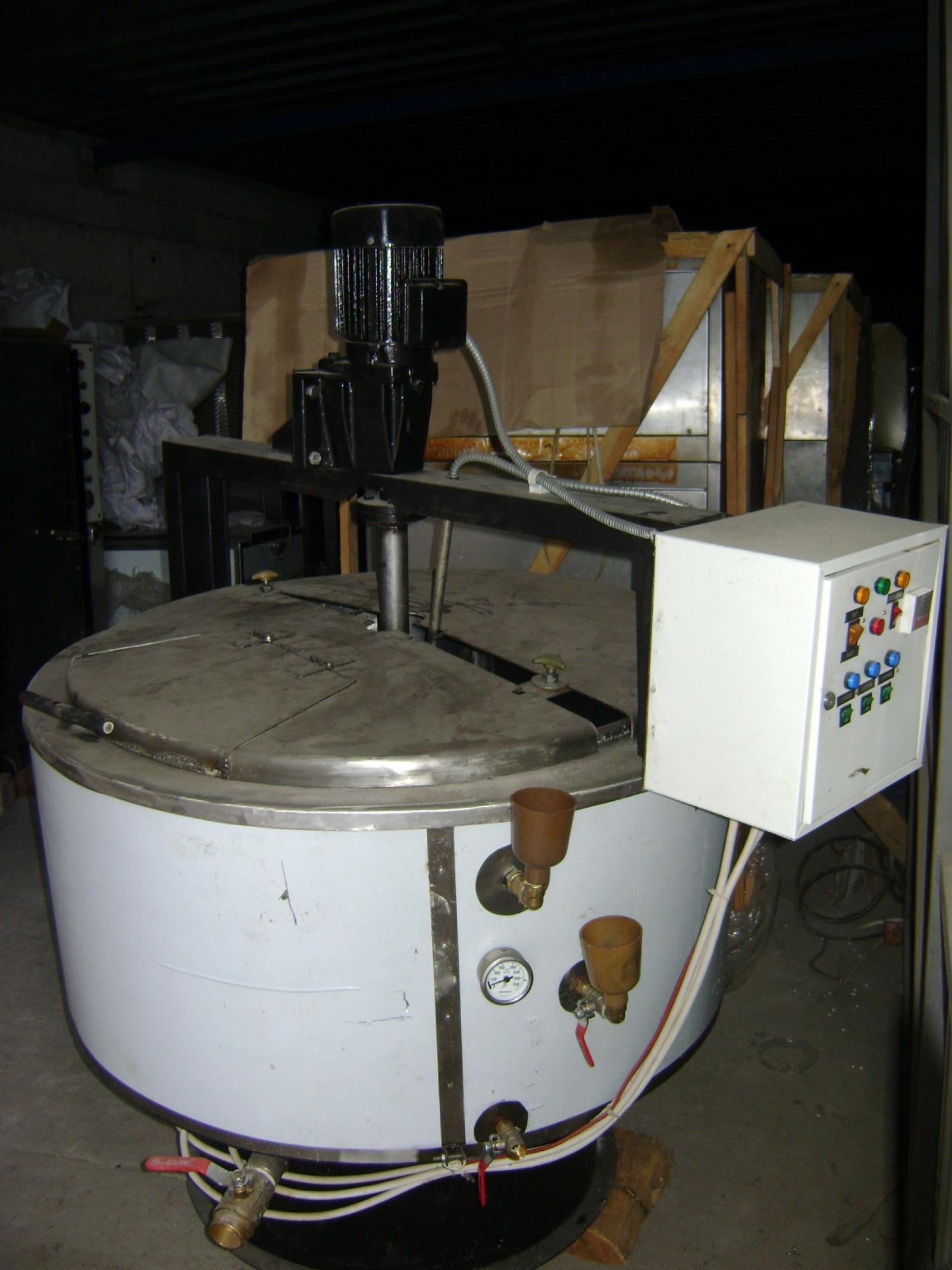 Котел пищеварочный электрический с мешалкой и масляной рубашкой (КПЭ-240)