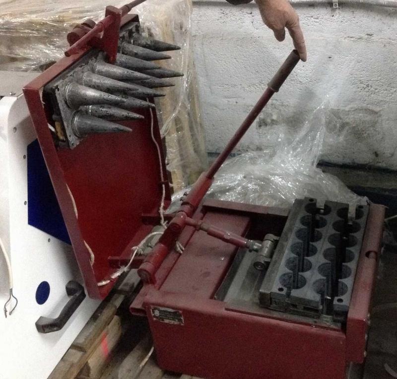 Устройство для выпекания вафельные рожки